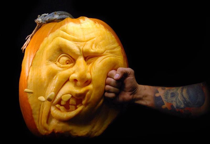 most-amazing-pumpkin-carving-ray-villafane-7
