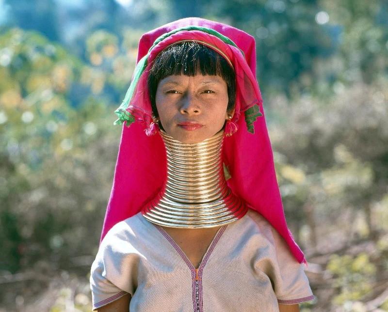 1-birmania-donne-giraffa-1459520578