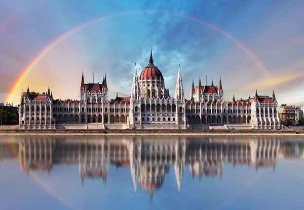 budapest-parliamentwith-reflection-in-danube-image-id-176965334-1424439725-kdco