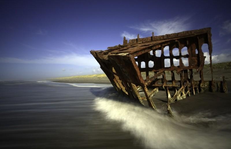 5-skeleton-caost-shipwreck-1459424878